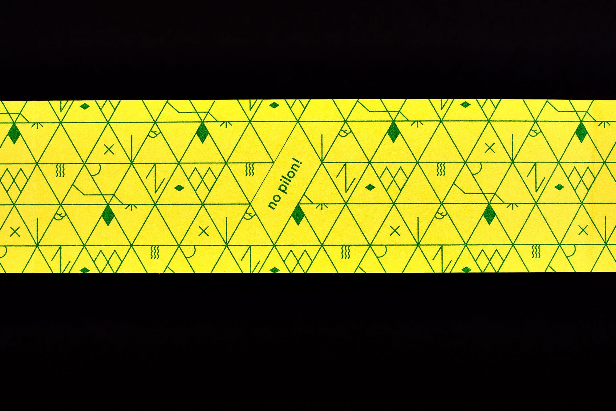 BB02 Losanges sur pierres des Alpes suisses - bandeau, détail