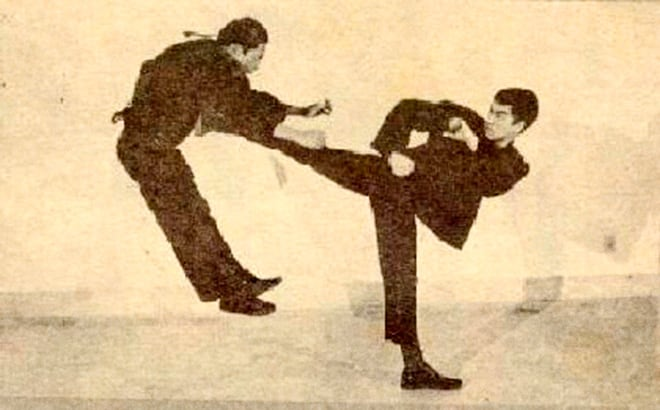 Bruce Lee Kung-Cha transition movement