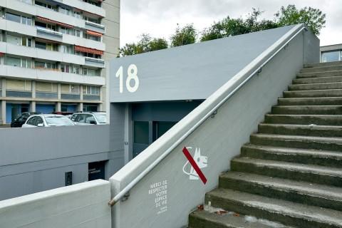 18 rue du Vélodrome, entrée Centre artisanal de la Jonction et escalier menant à l'Esplanade